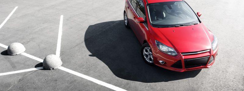 Parking Balice, samochód na parkingu