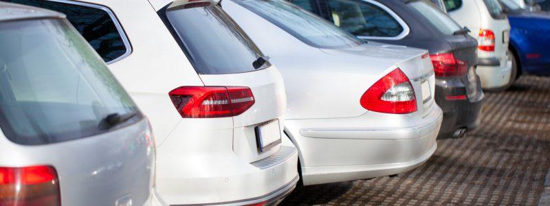 Parking Balice, zaparkowane samochody