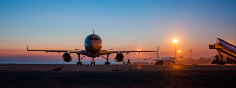 Parking Balice, samolot na pasie startowym