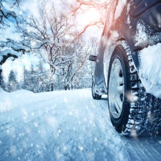 Parking Balice, zaparkowany samochód zimę