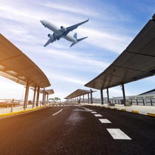 Parking Balice - startujący samolot